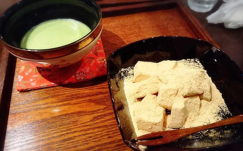 わらび餅と抹茶